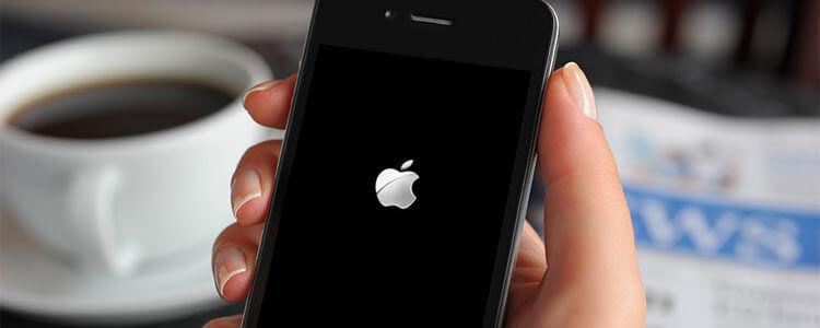"""iPhone завис на """"яблоке"""""""