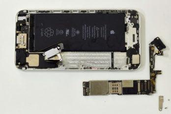 Снимаем материнскую плату iPhone