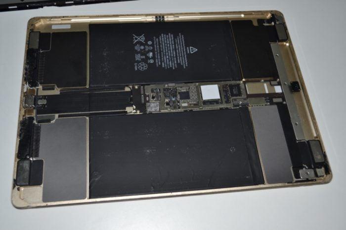 разобранный iPad PRO 12,9