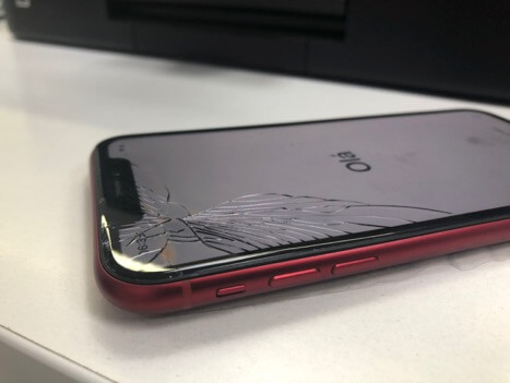 битый iPhone XR