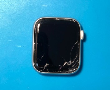 разбитое стекло на Apple Watch Series 4 в Киеве
