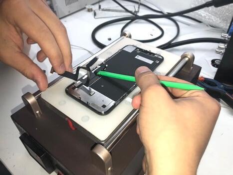снятие деталей у iPhone XR