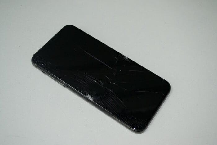 iPhone 11 pro max с разбитым дисплеем