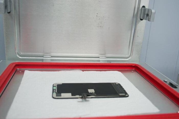 iPhone 11 Pro в автоклаве