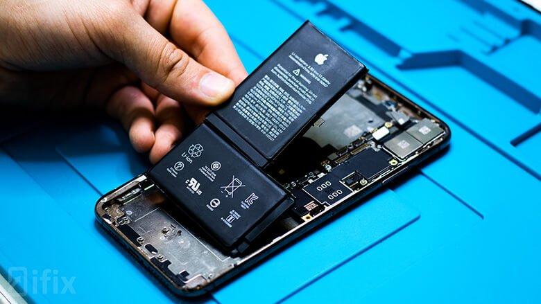 Замена батареи iPhone XS Max