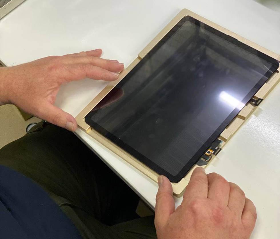 Срезание стекла iPad Air 4