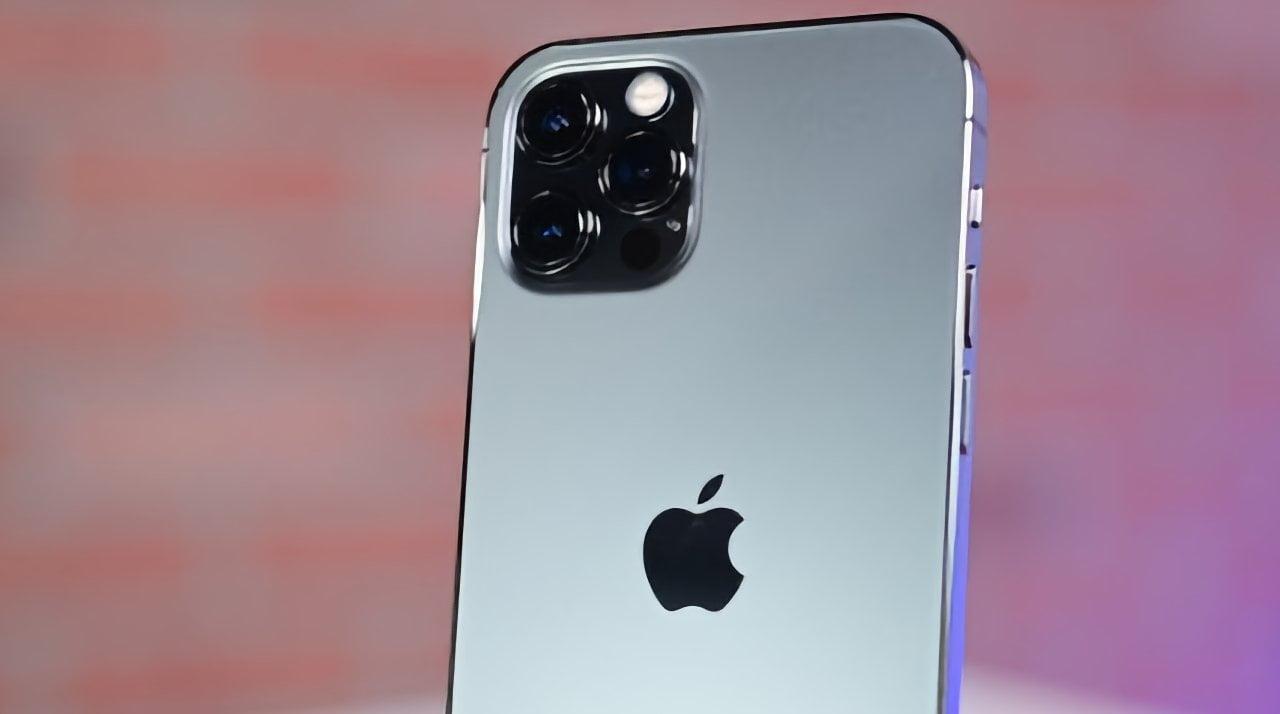 iPhone 14 c корпусом из титанового сплава